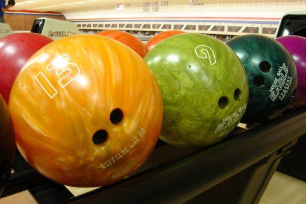 bowling-balls-658385_1920